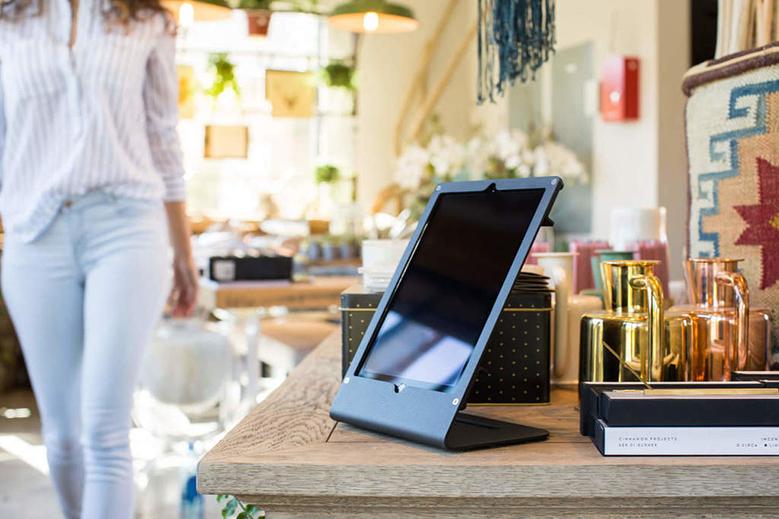 r iPad Air & iPad Pro on desk 2
