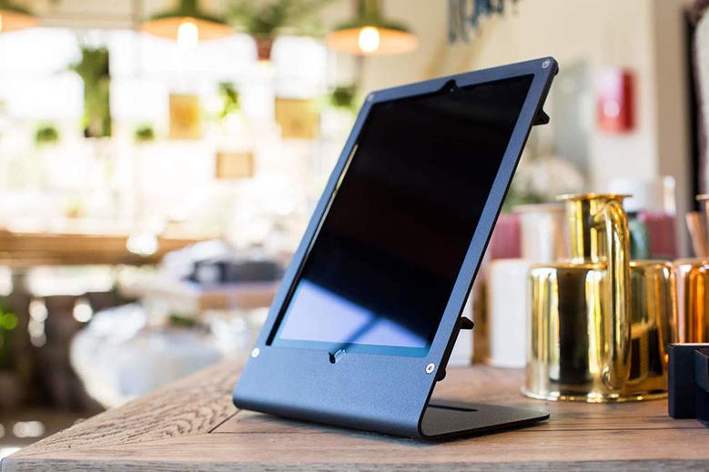 r iPad Air & iPad Pro on desk 3